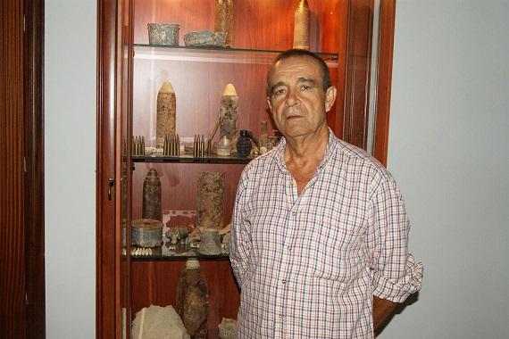 El loperano Pedro Ruíz Navarrete ante el Museo de la Batalla de Lopera.
