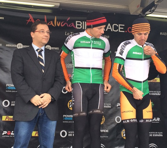 Entrega de trofeos de la tercera etapa de la IV Andalucía Bike Race.