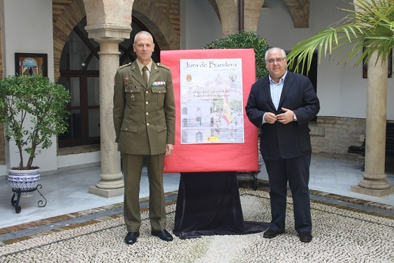 El alcalde de Andújar, Jesús Estrella, y el coronel José Luis del Corral Gonzalo.
