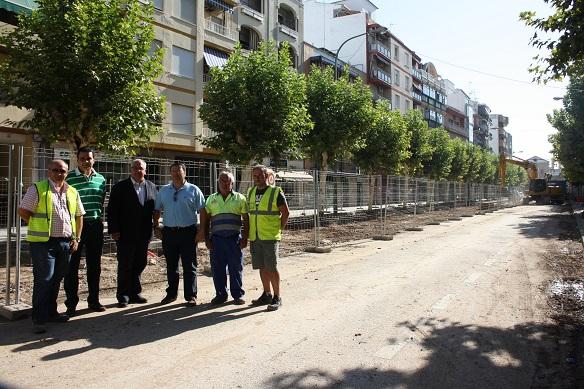 El alcalde de Andújar, Jesús Estrella, visita las obras de la Corredera de Capuchinos.