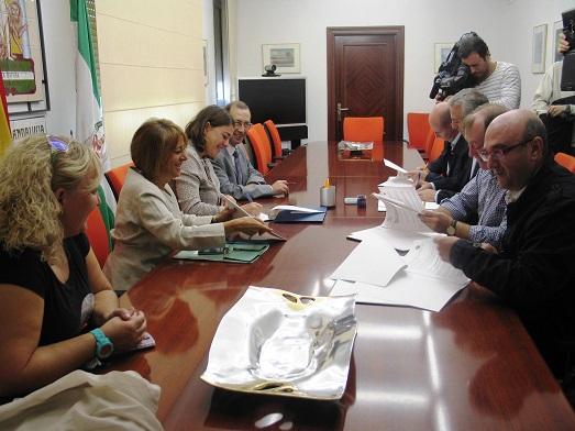 Acto de la firma de convenios en la provincia de Jaén en el marco del programa La Ciudad Amable.