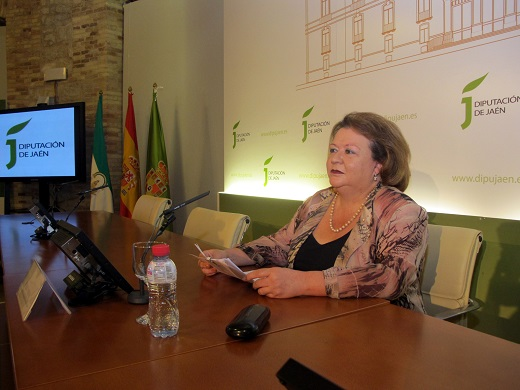 La vicepresidenta de la Diputación, Pilar Parra da a conocer a los medios los asuntos que llevará al próximo pleno.