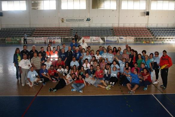 Foto de familia de las VI Olimpiadas de Mayores, de Andújar.