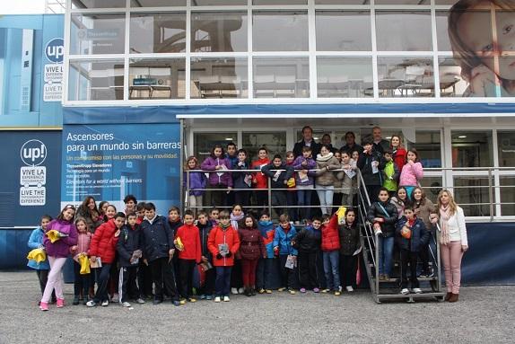 Escolares de Andújar se han acercado a visitar el laboratorio de la empresa Thyssenkrupp.