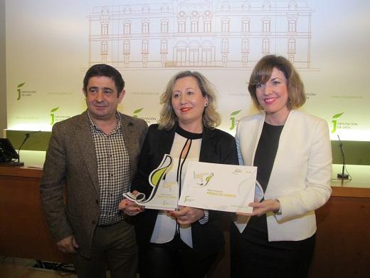 Rosario Campos ha recogido el premio otorgado a Productos Campos, de Arjona.