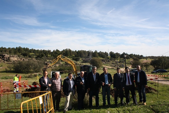 Las autoridades asisten al inicio de las obras para construir un nuevo aljibe en el Santuario.