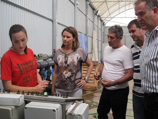 La delegada de Economía, Innovación, Ciencia y Empleo, Ana Cobo, y el alcalde, Blas Alves, visitan la empresa Hazafresa S.L.