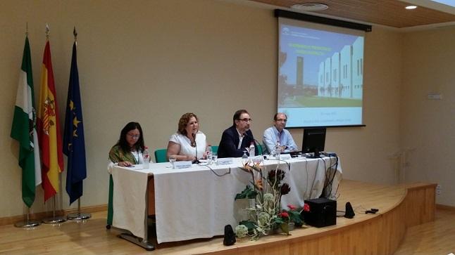 La delegada provincial de Salud, Ángeles Jiménez, inauguró este encuentro.