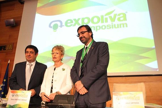 Francisco Reyes,  Elena Víboras y Juan Gómez, durante el Simposium.