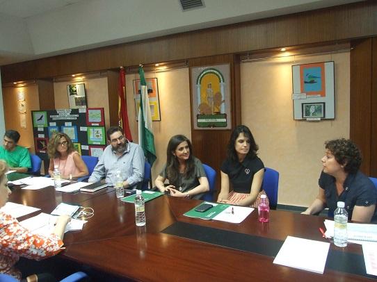 La delegada territorial de Educación, Cultura y Deporte, Yolanda Caballero, ha participado en la reunión de la Comisión Provincial de Seguimiento de la Convivencia Escolar.