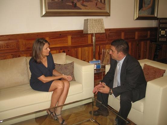 Francisco Reyes ha recibido la visita oficial de la delegada del Gobierno de la Junta de Andalucía, Ana Cobo.
