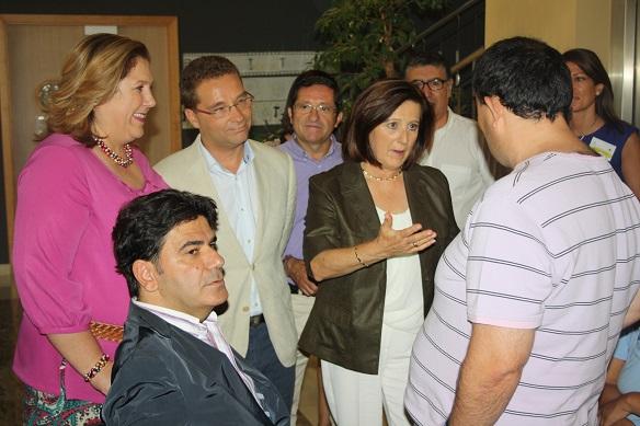 La consejera de Igualdad y Políticas Sociales, María José Sánchez Rubio, y el alcalde de Andújar, Paco Huertas, visitan este centro.