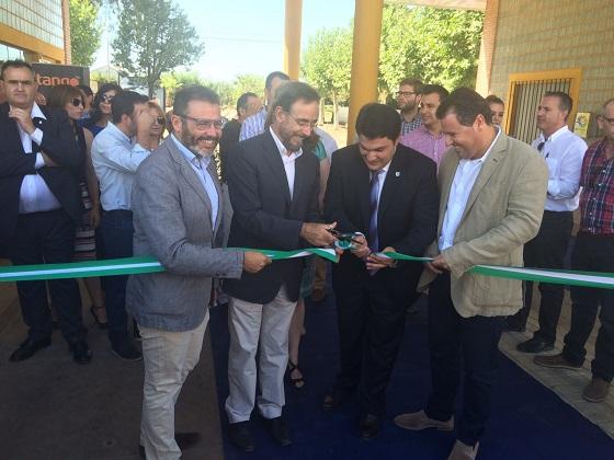 Felipe López y Manuel Lozano inauguraron ayer la IV Feria Multisectorial de Marmolejo.