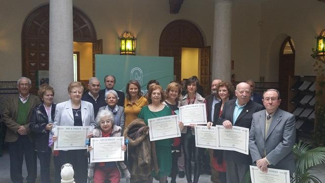 Al acto de entrega de estas distinciones ha asistido la delegada del Gobierno, Ana Cobo, acompañada de la delegada territorial de Igualdad, Salud y Políticas Sociales, Teresa Vega.