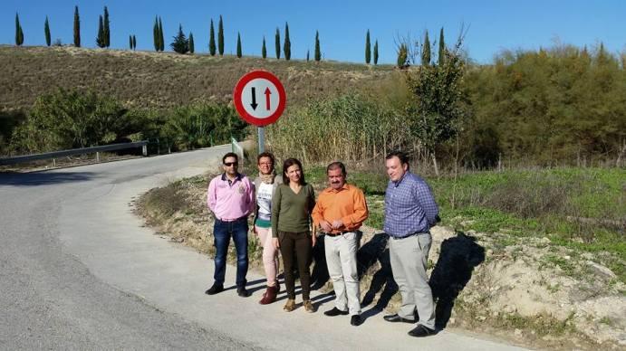 El diputado de Infraestructuras Municipales, José Castro, en una visita a carreteras de la Comarca de Andújar. Foto: Ayto. de Lopera.