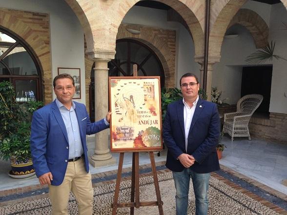 El alcalde de Andújar, Paco Huertas, junto con el concejal de Festejos, Pedro Luis Rodríguez.
