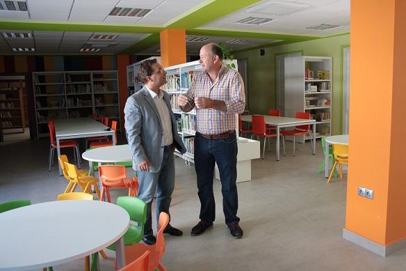 El alcalde de Andújar, Paco Huertas, y  el concejal de Infraestructuras Urbanas. Luis Salas, en las dependencias de la Casa de la Cultura.