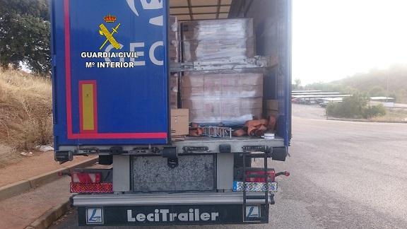 Uno de los camiones asaltados en un área de servicio. Foto: Guardia Civil.