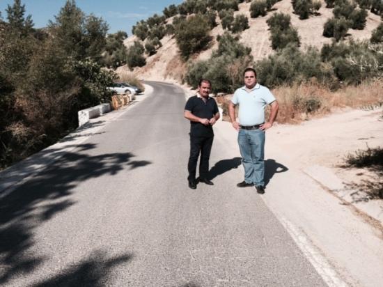 Visita de José Castro a las obras realizadas en la carretera entre Martos y Los Villares.