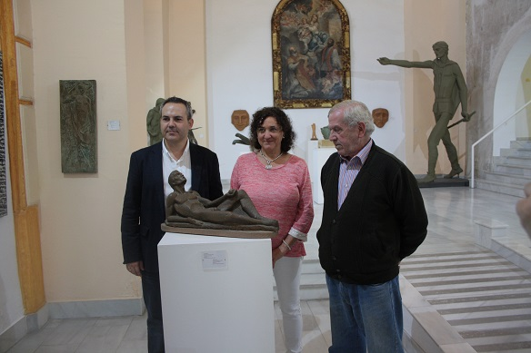 En el acto de presentación han estado presentes la concejala de Cultura, María José Bueno,  el concejal de Presidencia, Jesús del Moral y Ángel Cantudo Estepa.