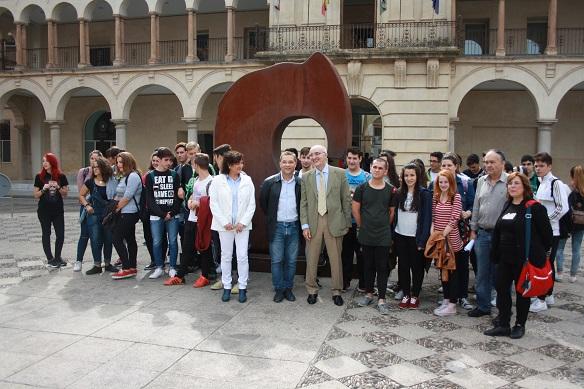 El artista Juan Méjica y el alcalde de Andújar, Paco Huertas, han presentado esta mañana esta exposición.