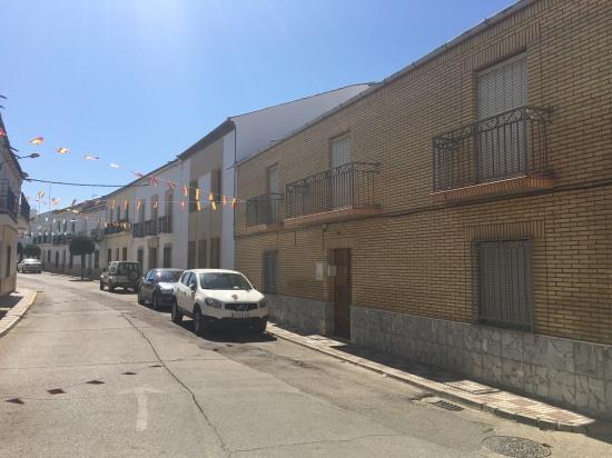 Bloque de viviendas en la calle San Roque, de Lopera.