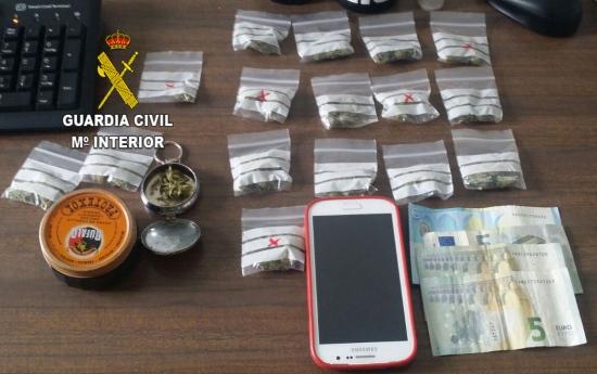 Marihuana incautada al detenido. Foto: Guardia Civil.