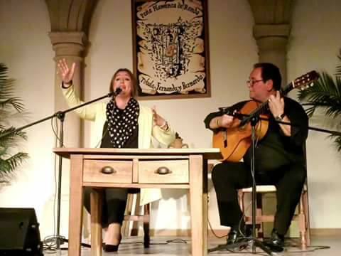 La cantaora Lidia Pérez en plena actuación.