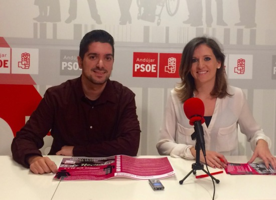 Alejandro Marina (Secretario General de JSA Andújar) y Rosa Barranco (Secretaria de Igualdad de la ejecutiva provincial de Juventudes Socialistas de Jaén), en rueda de prensa.
