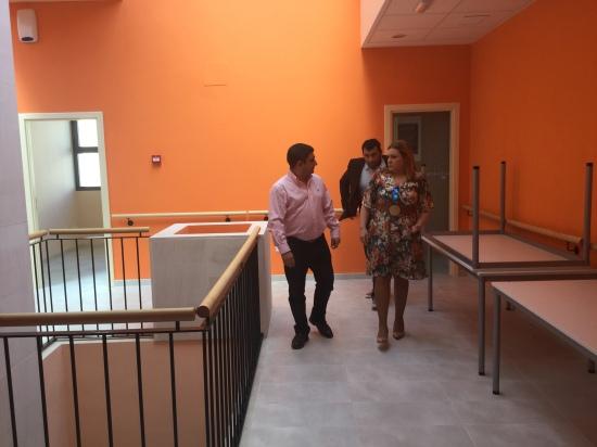 Francisco Reyes y Rocío Zamora, en su visita a las instalaciones de este edificio.