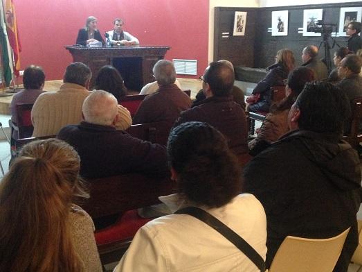 El alcalde de Andújar, Paco Huertas, y la concejala de Urbanismo y Vivienda, Encarna Camacho, asistieron a este acto informativo.