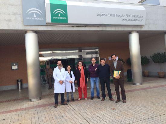 Los participantes en este encuentro posan en la entrada del Hospital de Andújar.
