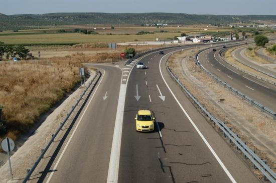 Los agentes intensificarán las inspecciones sobre los vehículos destinados al transporte escolar.