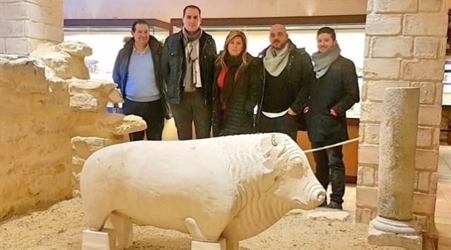 La delegada de Cultura de la Junta en Jaén, Pilar Salazar, junto al alcade de Arjona, Juan Latorre, en el Museo de Arjona. Foto: Junta de Andalucía.