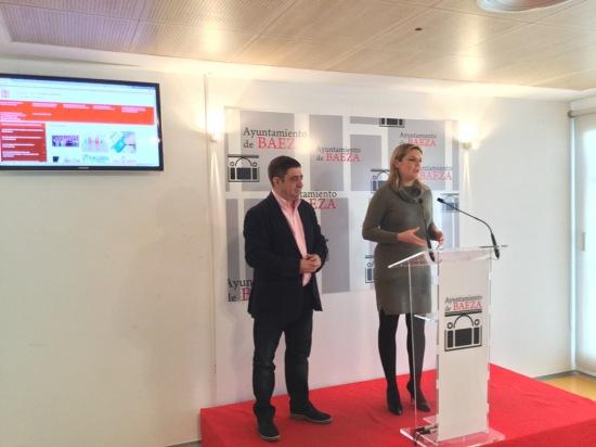 Francisco Reyes y Lola Marín, en la presentación del portal de transparencia del Ayuntamiento de Baeza.