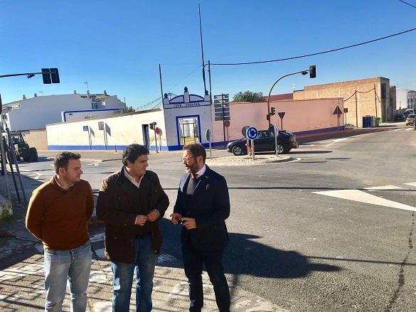 El delegado territorial de Fomento y Vivienda, Rafael Valdivielso, junto al alcalde de Marmolejo, Manuel Lozano.