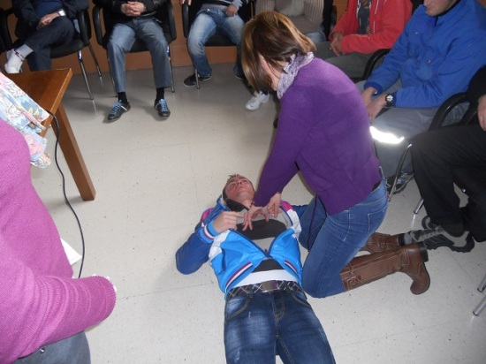 Profesionales sanitarios realizan su actividad en Lopera.