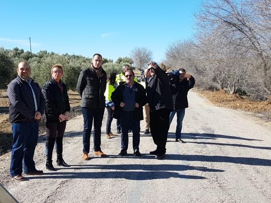 Visita al inicio de las obras en la carretera JA-5400 que une Lopera y Arjona.