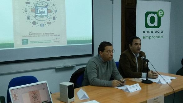 El delegado territorial de Economía, Innovación, Ciencia y Empleo, Antonio de la Torre, junto al alcalde de Andújar, Francisco Huertas.