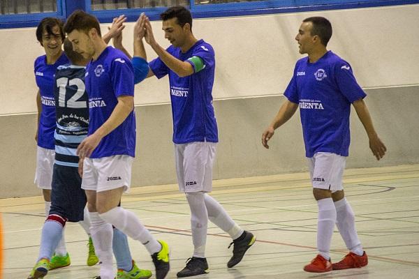 Jugadores del Porcuna Futsal celebrando un gol.