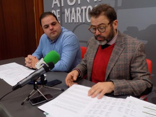 El delegado territorial  de Fomento, Rafael Valdivielso, junto con el alcalde de Martos, Víctor Torres.